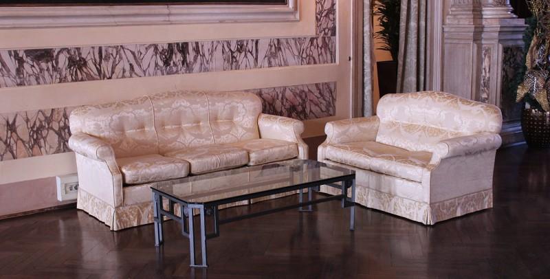 Particolare divani Salone Primo Piano
